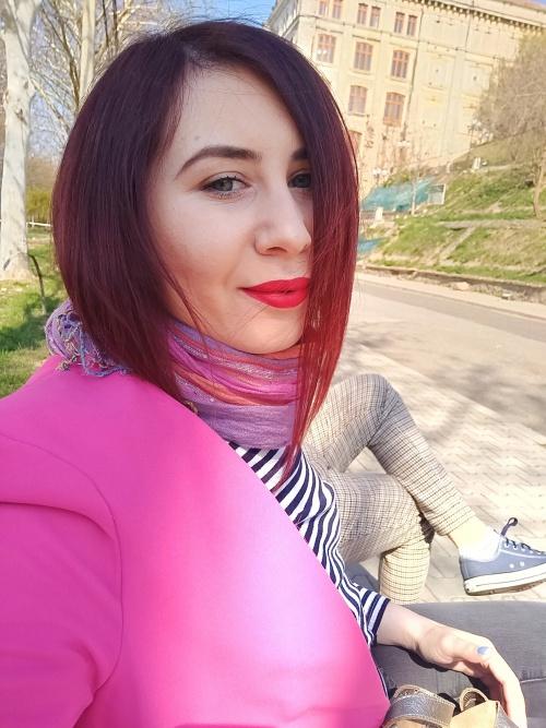 Rujul Rosu Mat Mereu La Moda Indiferent De Sezon Happy Amy